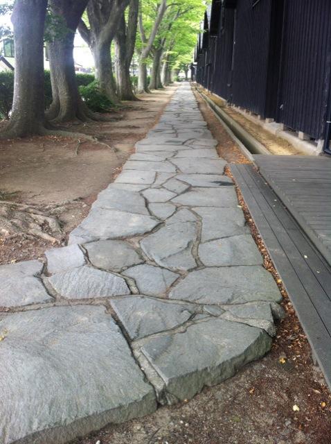 山居倉庫脇の石畳